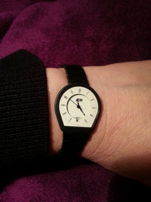 Watch With Metal Strap black