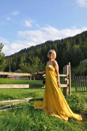 Red Carpet Yellow Dress