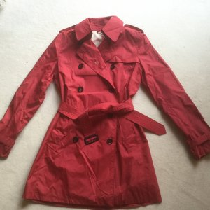 Kurzer Burberry Trenchcoat in rot