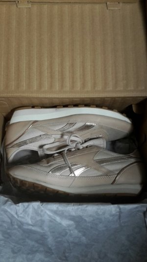 Reebok aztec in Rose/gold nude