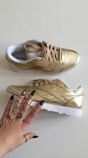 Reebok Classic in Gold