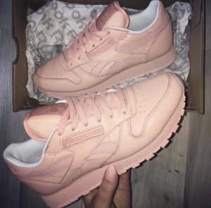 Reebok Classic Rose Leather Sneaker