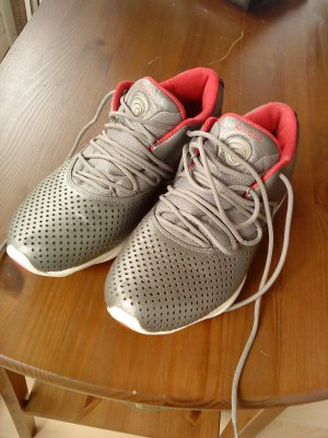REEBOK Sneakers grau/rot in Größe 40