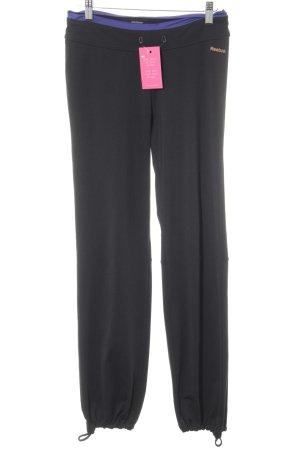 Reebok pantalonera negro-lila estampado temático estilo deportivo