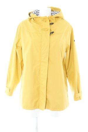 Raincoat yellow casual look