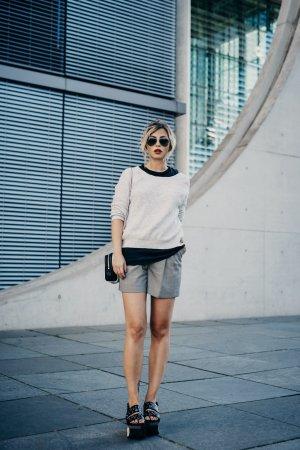 Reiss Pantalón de cintura alta negro-blanco tejido mezclado