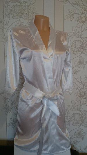 reizvolle Wäsche-Satin-Spitze Mantel. Weiß