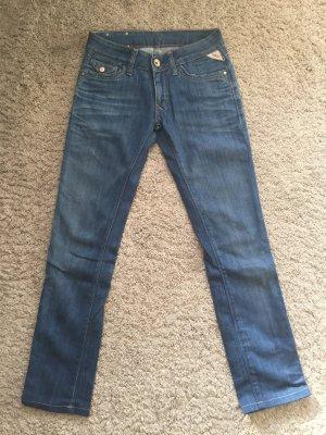Replay Blue Jeans WV 522 24/30 grades schmales Bein; fällt eine Nummer größer aus