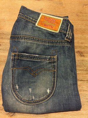 Replay Jeans Electra WV 410 A 24/32 fällt aber 1-2 Nummern größer aus
