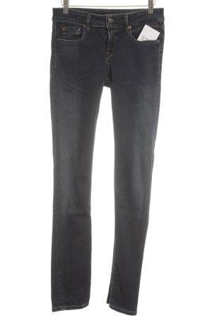 Replay Slim Jeans dunkelblau Street-Fashion-Look
