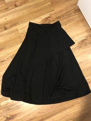Reserved schwarzer Tellerrock