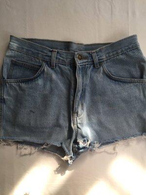Retro Jeans Short in hellblau.
