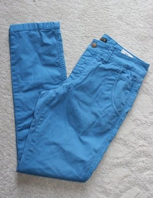 Review Hose in strahlendem blau