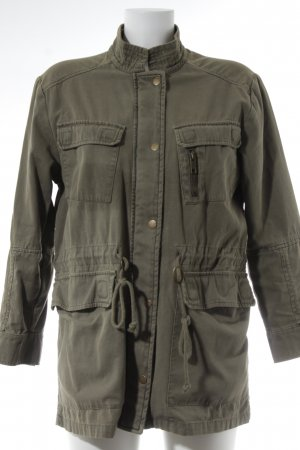 Review Parka verde oliva look casual