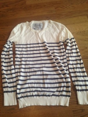 Review Pullover blau, weiss