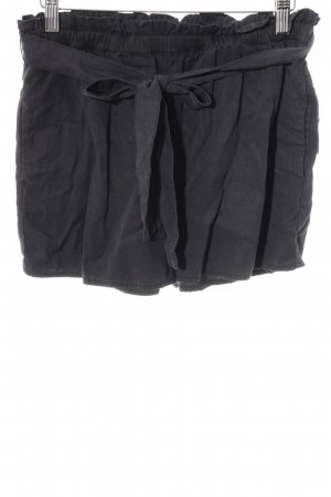 Review Shorts dunkelblau Romantik-Look