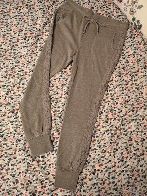 Review Pantalón deportivo gris claro-color plata