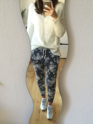 Review Sweatpants Jogginghose grau mit Blumen