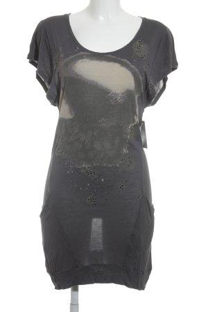 Rich & Royal Kurzarmkleid creme-stahlblau Motivdruck sportlicher Stil