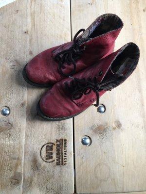Rieker Boots in Himbeerot
