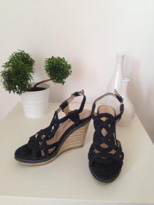 Riemchen-Keilabsatz-Sandaletten in Jeansoptik