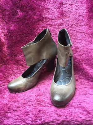Riemchen-Leder-Pumps in Taupe
