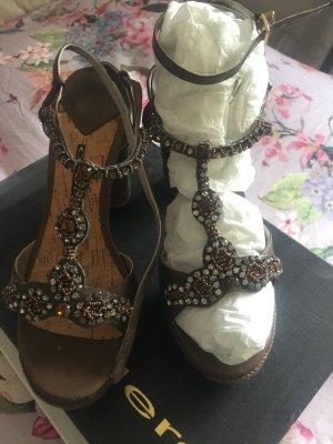 Sandales à talons hauts et plateforme gris brun