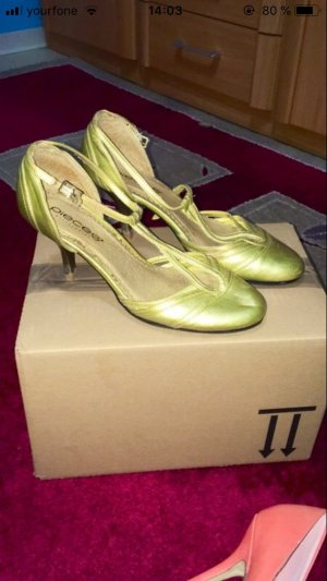 Pieces Strapped pumps gold-colored
