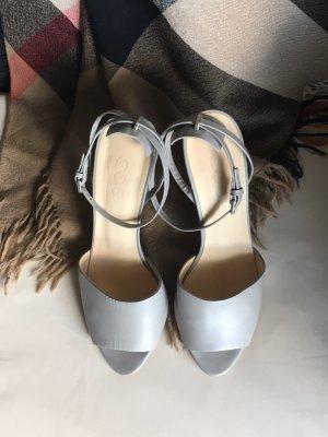 Riemchen-Sandale mit Absatz