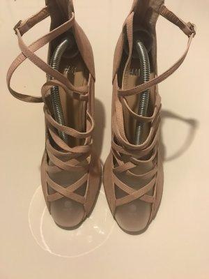 Riemchen-Sandale mit Keilabsatz