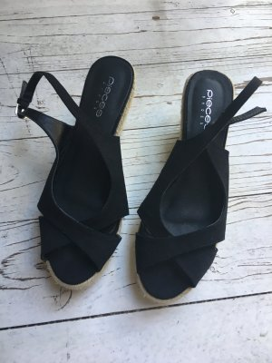 Riemchen-Sandalen mit Keilabsatz