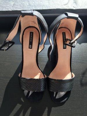 Riemchen-Sandalen mit Schlangenhaut ähnelndem Print