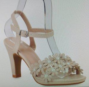 Sandalo con tacco alto crema-beige