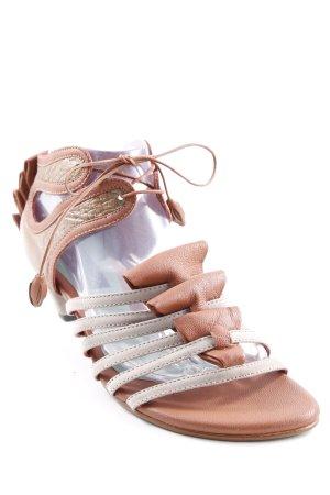 Sandalias de tacón de tiras marrón-gris elegante