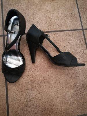 High-Heeled Sandals black