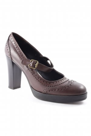 Strapped pumps brown business style