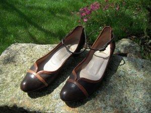 Tacones de tiras marrón-negro-coñac Cuero