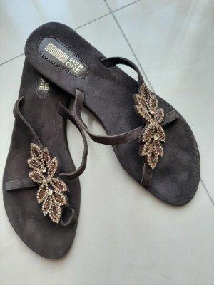Sandales à talons hauts et lanière brun foncé