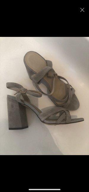 Sandalen met bandjes en hoge hakken grijs