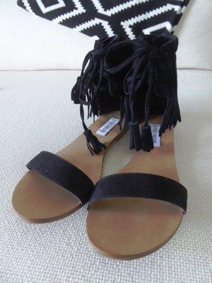 Riemen-Sandalette im angesagten Fransen-Look und Reißverschluss (Römer-Sandale)