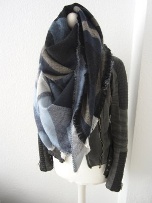 Riesen großer mega kuschliger Schal in blau grau nude