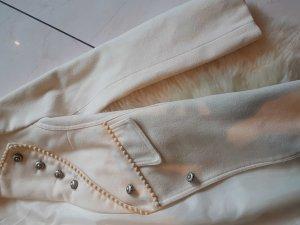Rinasciomento länger cremefarbener Mantel im Armeestyle Blogger