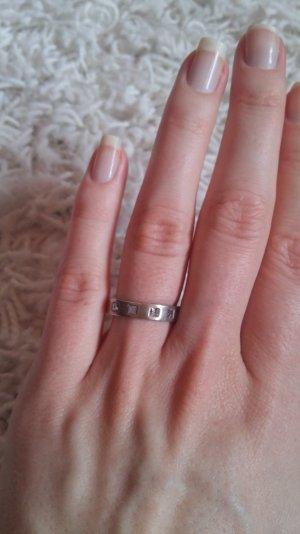 Ring aus 925er Silber mit blauen Zirkoniasteinen