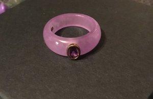 Ring, aus einem Halbedelstein gefertigt