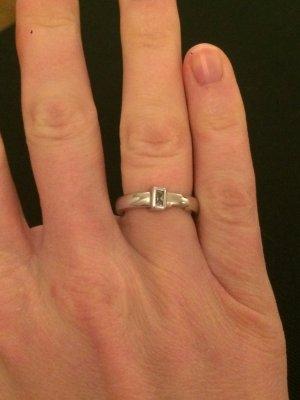 Ring aus Silber mit kleinem Stein