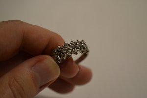 Ring aus Sterling Silber mit Cubic Zirkonia Schmucksteinen