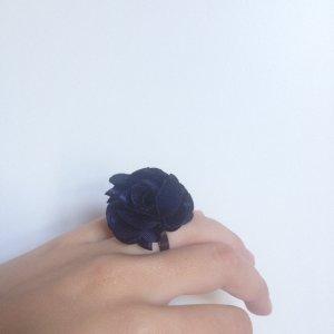 Ring Dunkelblaue Blume