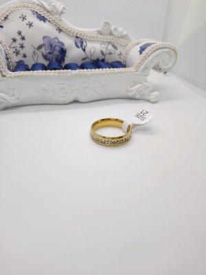 Ring Gold Farbe mit Steine
