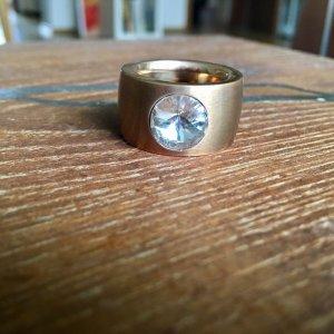 Ring goldfarben mit Stein