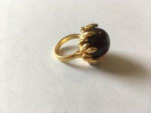 Ring, Goldfarben, Stein Dunkel Violett, Eichenblätter als Einfassung